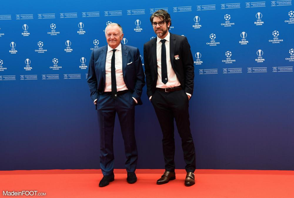 Juninho avec Jean-Michel Aulas