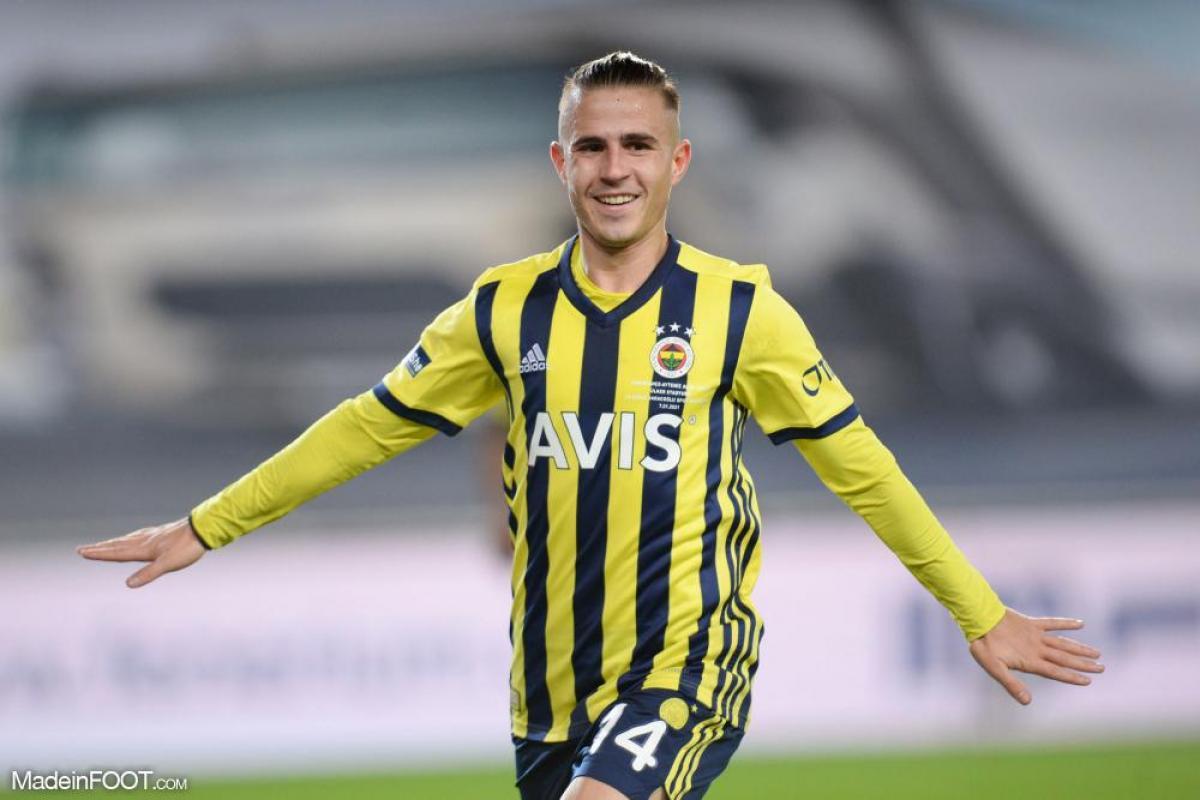 Dimitrios Pelkas (Fenerbahçe) plait à l'OL