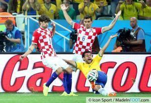 L'international brésilien a été flatté par la proposition lyonnaise...