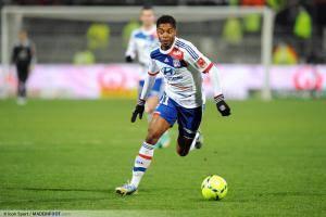 Michel Bastos sous les couleurs de Lyon en 2013 face à Evian Thonon Gaillard