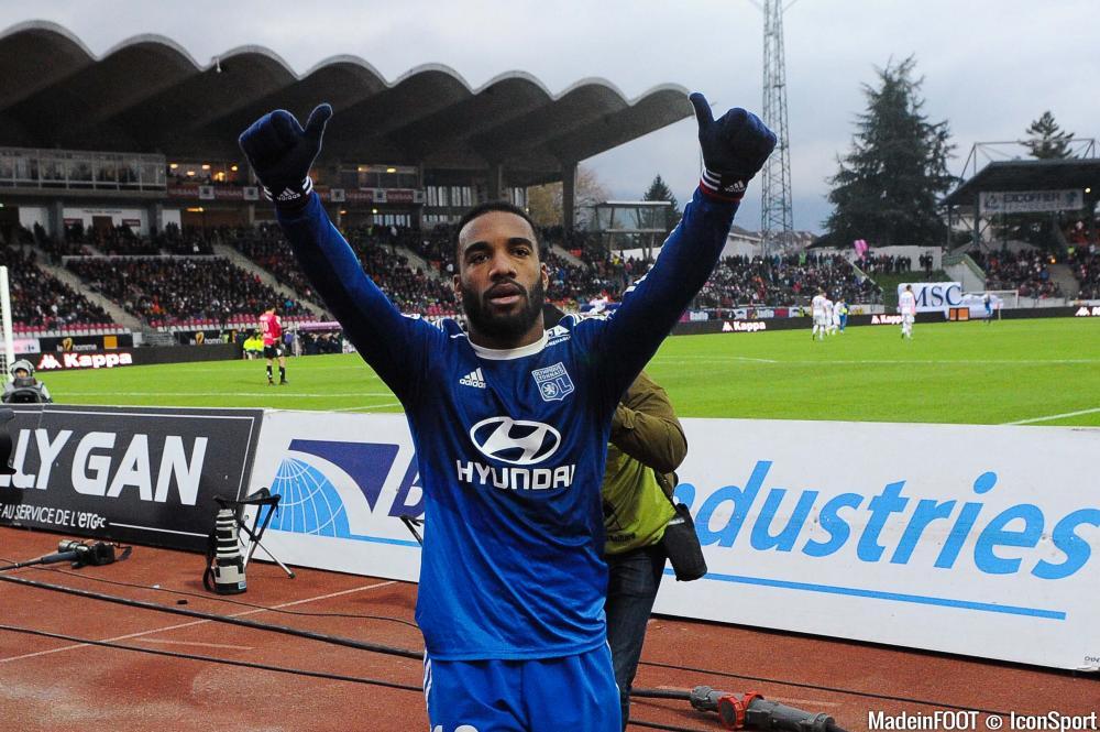 Lacazette se sent bien à l'Olympique Lyonnais et n'envisage pas un départ