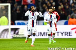 Déjà pisté par l'Atlético, Lacazette serait aussi suivi par l'AC Milan