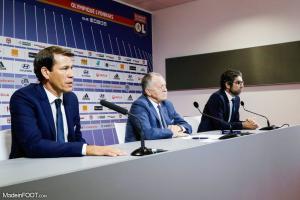 Rudi Garcia (OL), ici aux côtés de Jean-Michel Aulas et Juninho.