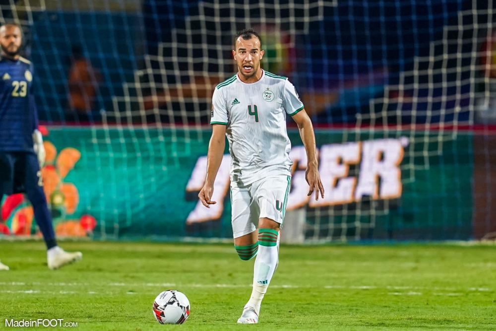 Djamel Benlamri, le défenseur central de l'OL et de l'Algérie.