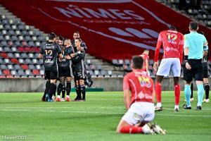 L'album photo du match entre le Nîmes Olympique et l'Olympique Lyonnais.