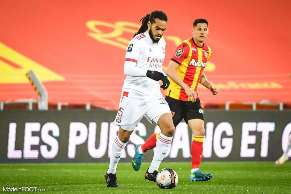 Jason Denayer est titulaire dans la défense à trois de la Belgique, pour affronter le Danemark