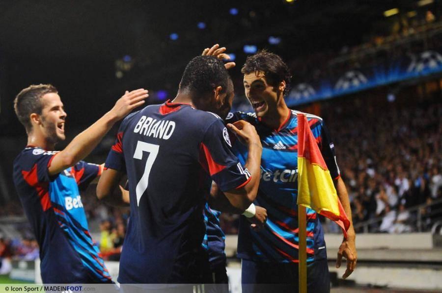 Lyon s'impose face à Schalke