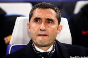 Ernesto Valverde reste sur le banc barcelonais.