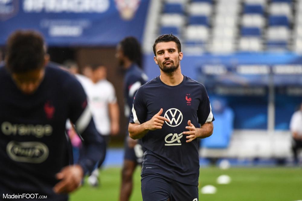 Léo Dubois, le défenseur latéral droit de l'Olympique Lyonnais et de l'équipe de France.
